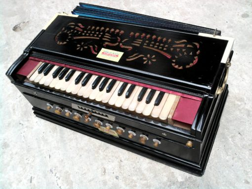 Harmonium Dealers in France